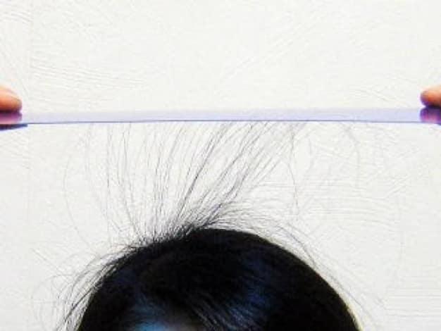 静電気で髪の毛が広がる!なぜ静電気は起こるのか?その対処法とは?