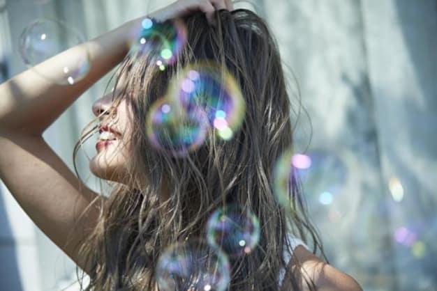 意外と知らない?!夏の紫外線からくる髪へのダメージと夏必須のケア方法☆