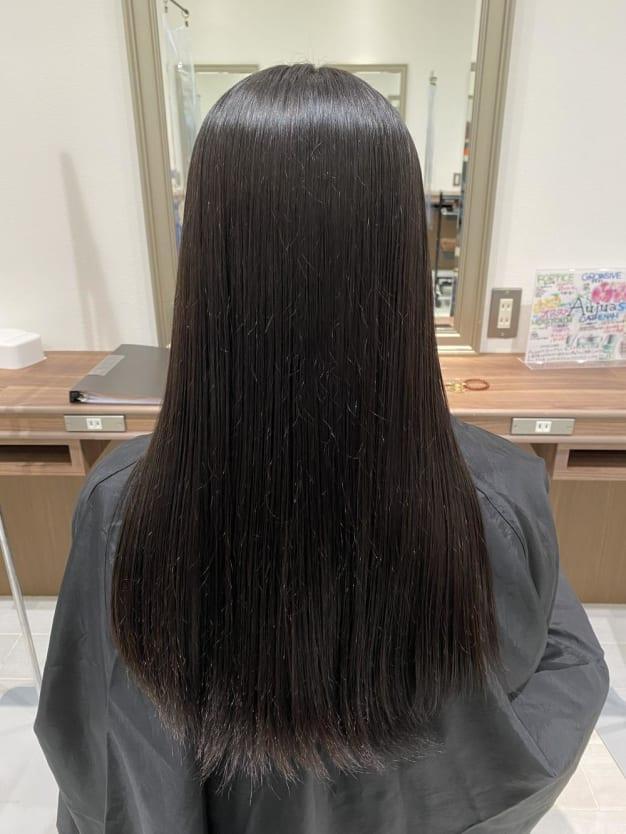 【よくある疑問】縮毛矯正とストレートパーマって何が違うの?