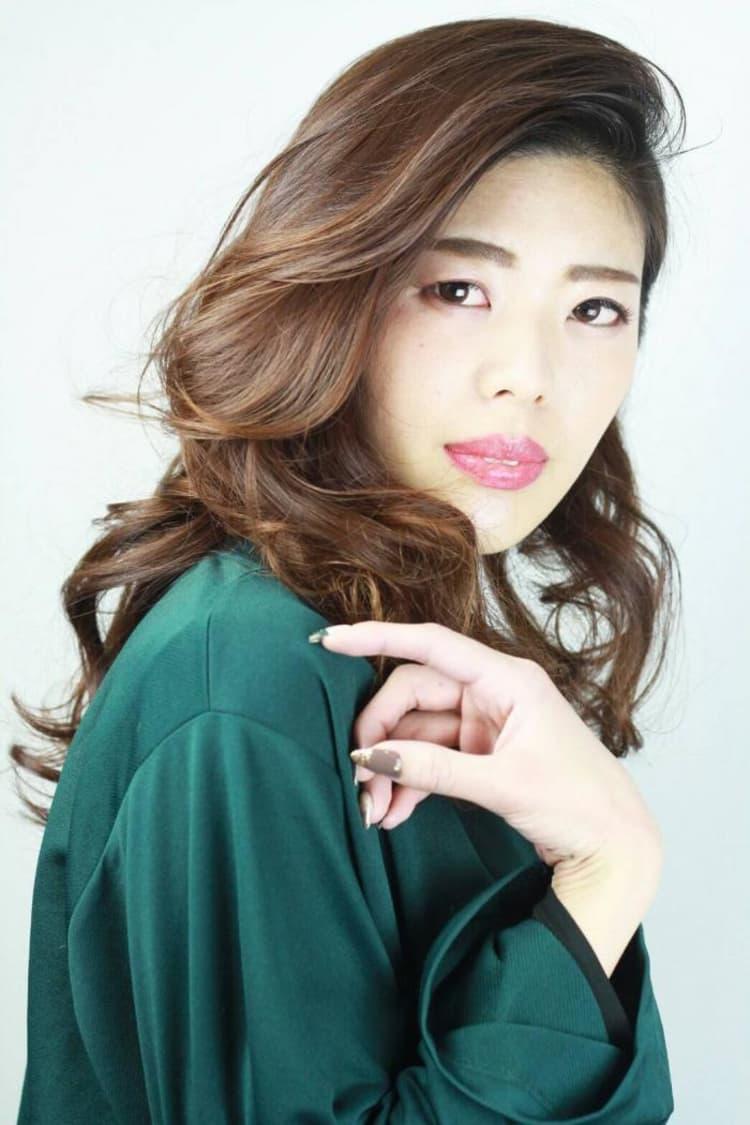 大人女子×前髪かき上げスタイル|メイン写真