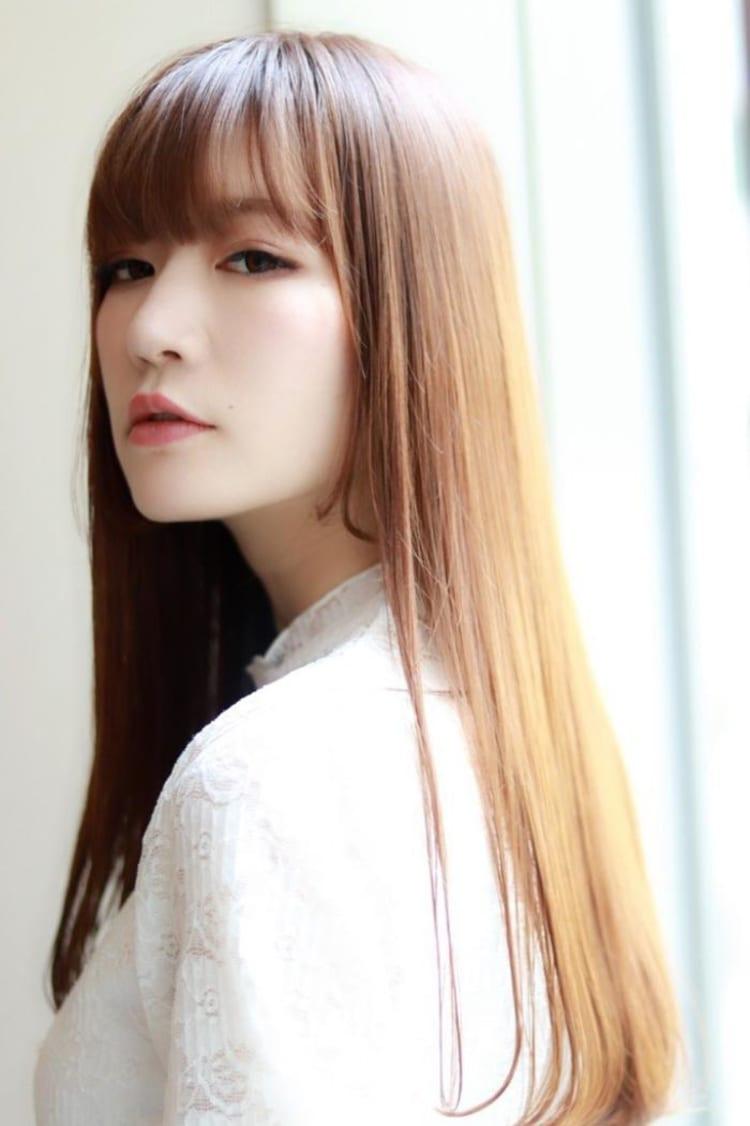 髪色で魅せるストレートロングヘア|サブ写真④