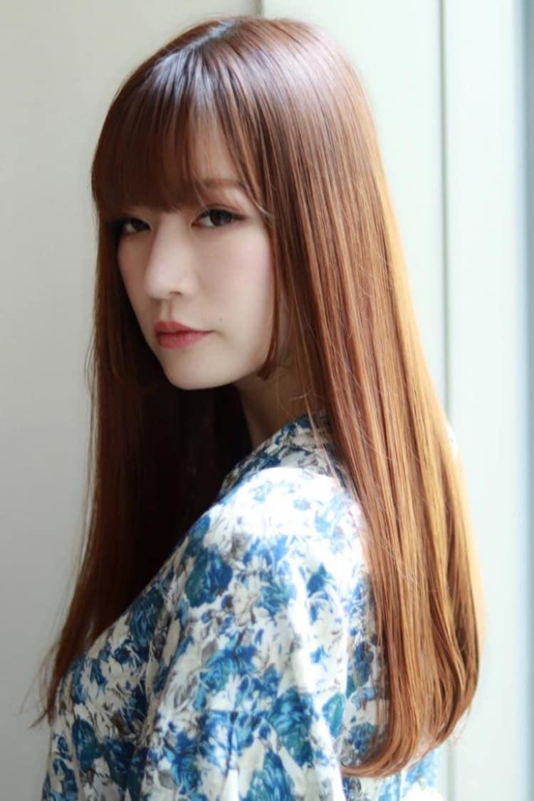 髪色で魅せるストレートロングヘア|サブ写真③