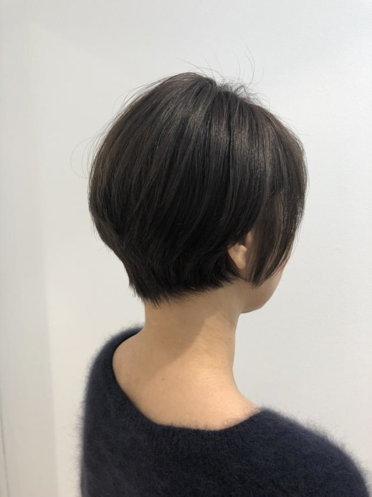 頭の形をよく見せるショートボブ|メイン写真