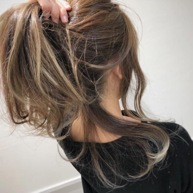 結んでもかわいい後れ毛ハイライト|メイン写真
