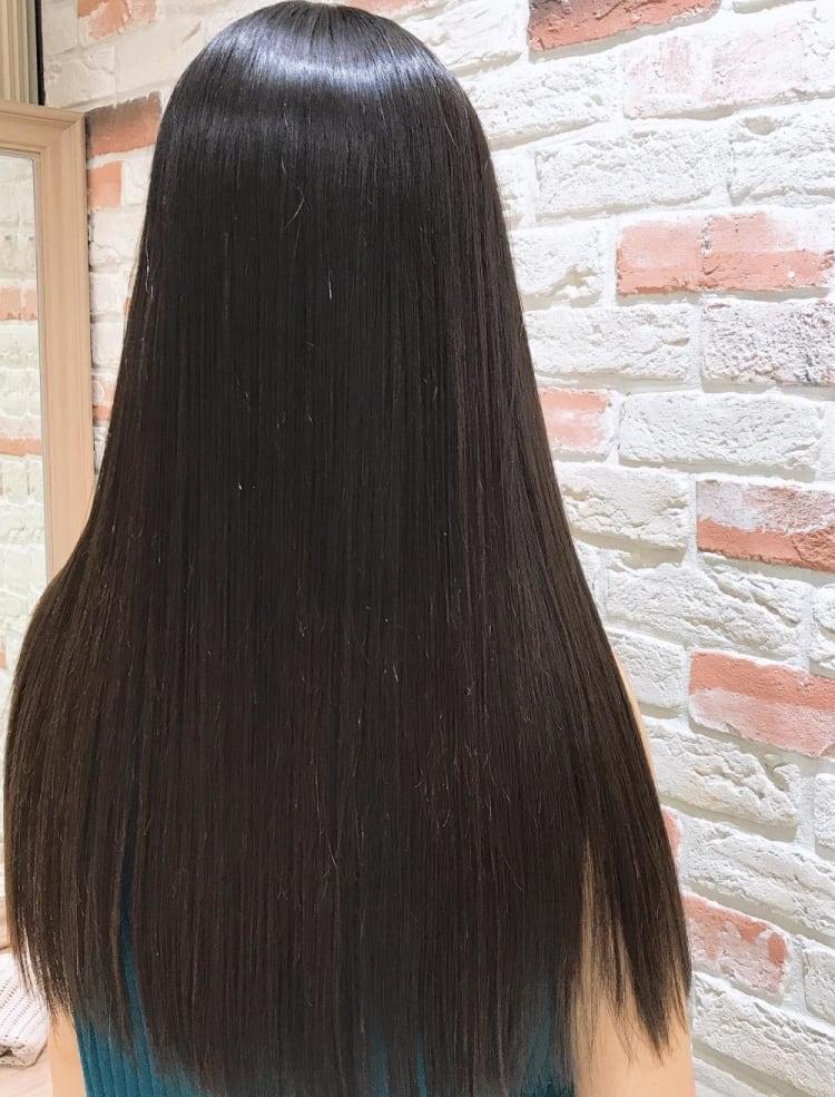 髪質改善縮毛矯正で繰り返しても艶さら持続のロング|メイン写真