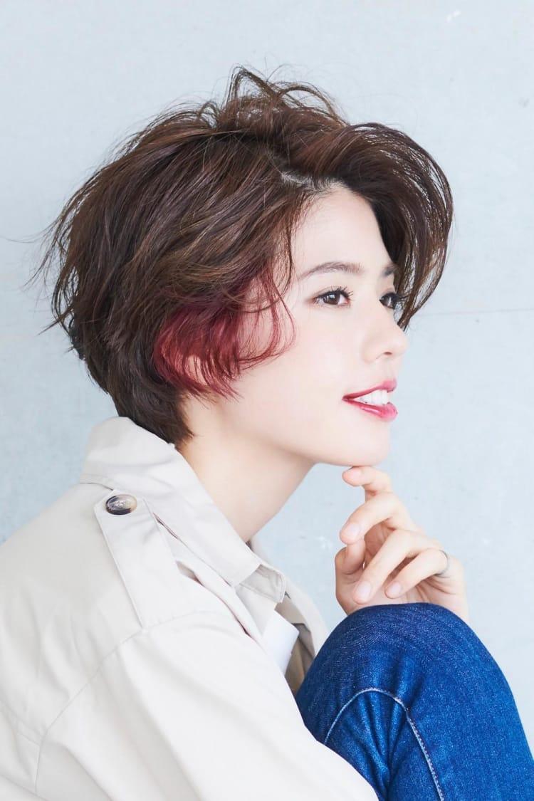 赤系のインナーカラーで普通のショートヘアも雰囲気が変わる|サブ写真④
