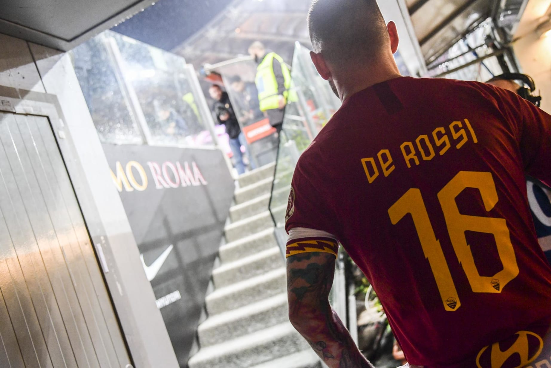 super popular ccf63 74875 Gallery: Best photos from De Rossi's lap of honour around ...