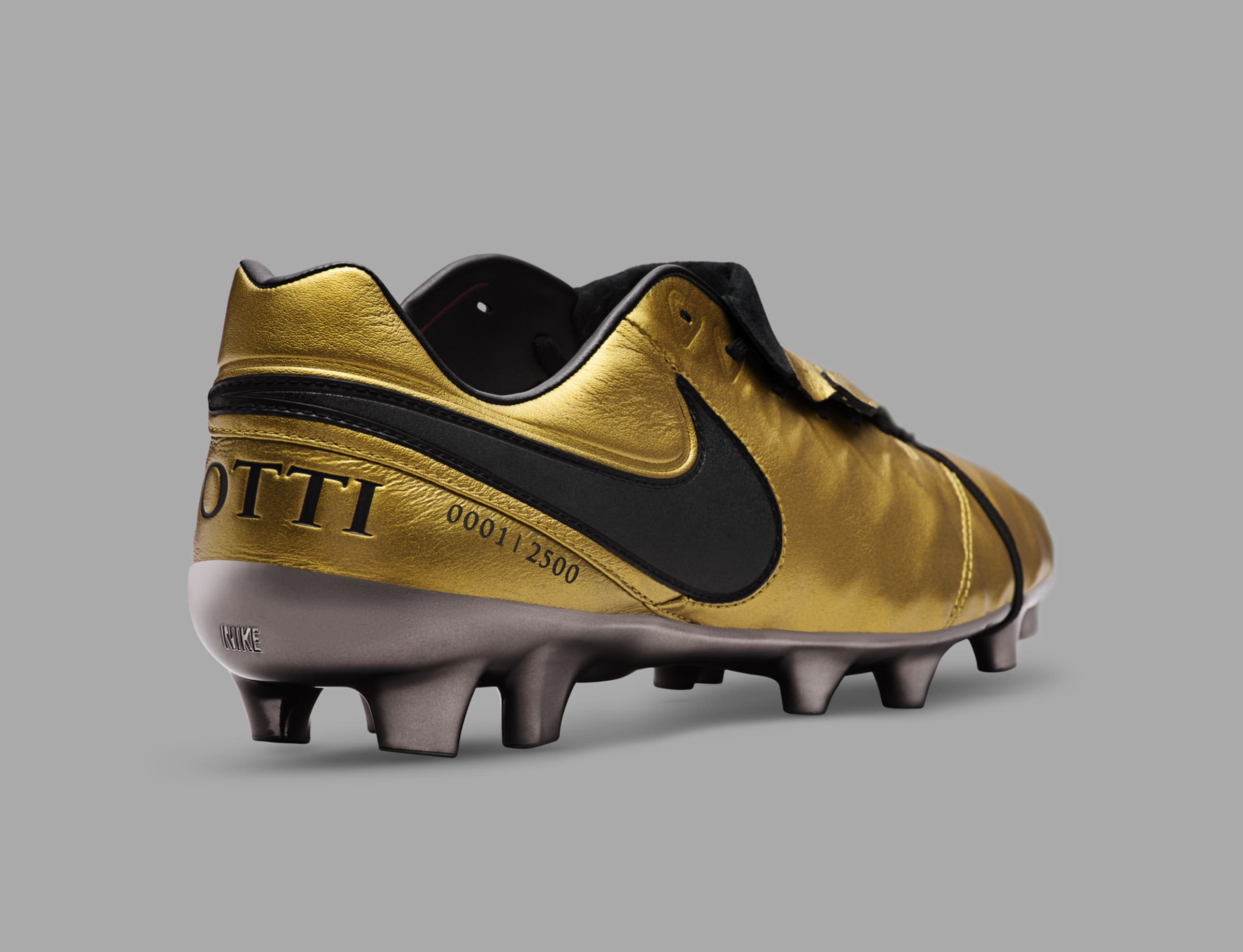 timeless design 96557 787d1 Nike unveil limited edition Tiempo Totti X Roma boot