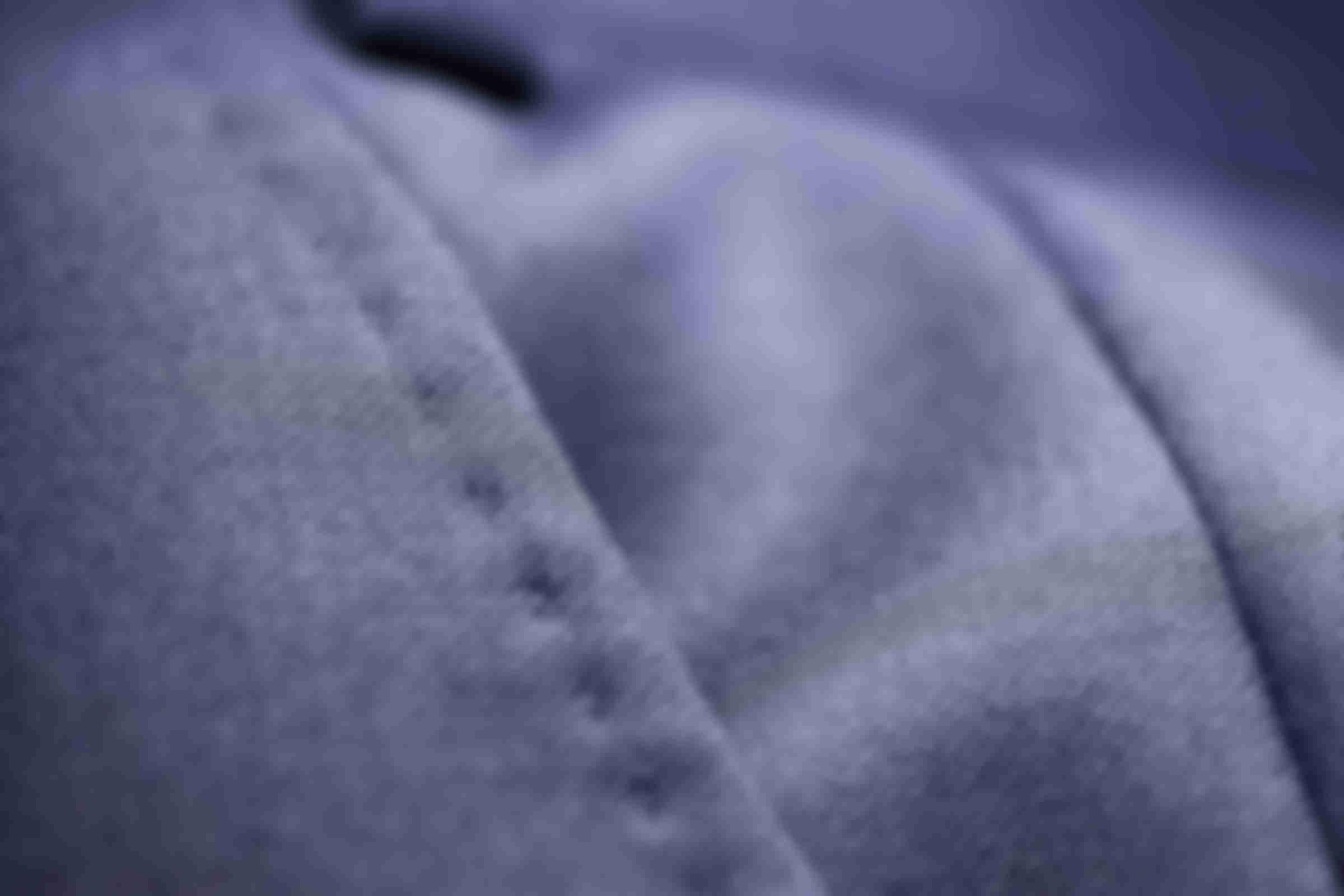 Zoom sur la fabrication des AMF sur le côté des poches des Pantalons sur mesure Atelier Mesure