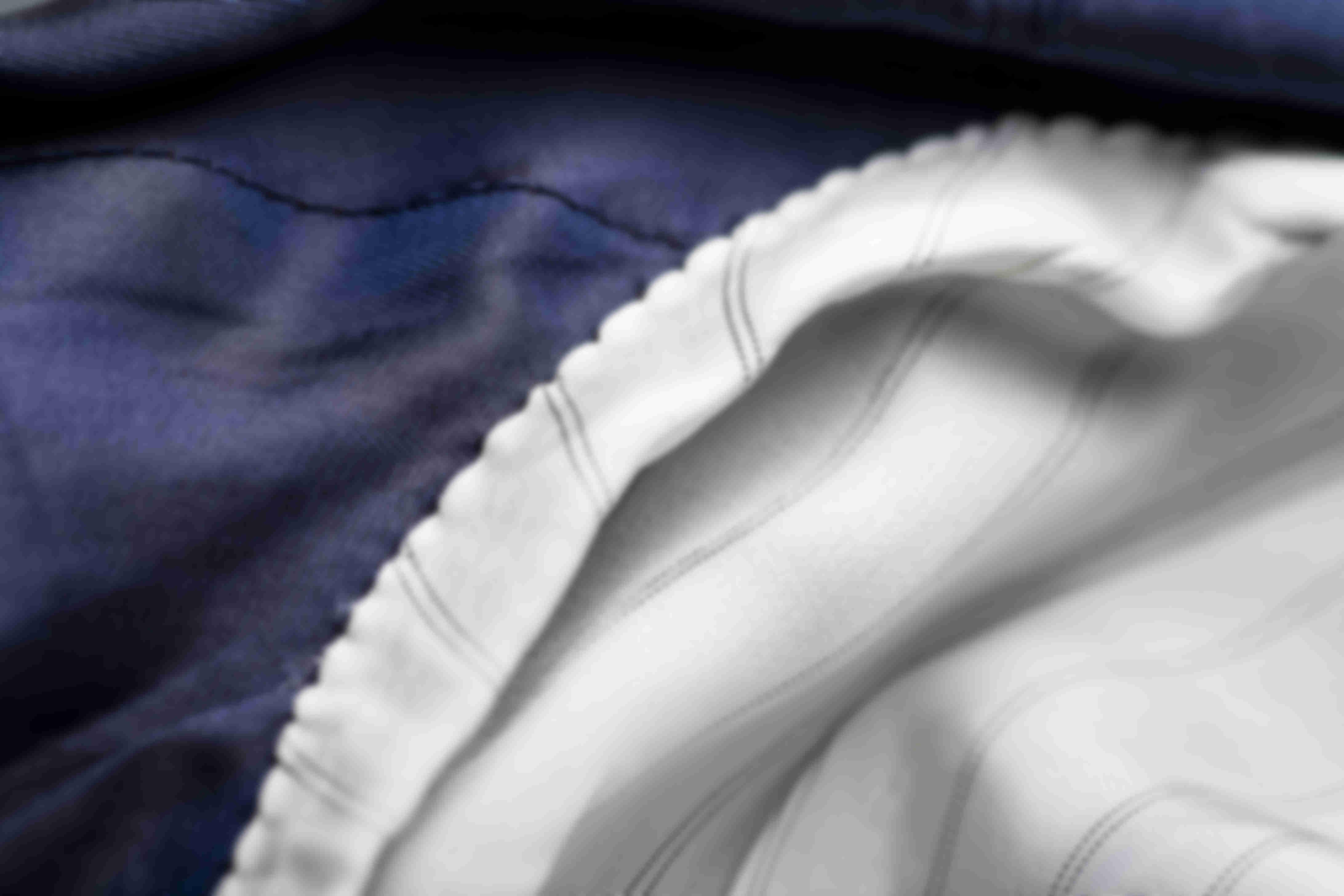 Détail sur la fabrication main de la Doublure Emmanchure des manches des vestes sur-mesure Atelier Mesure