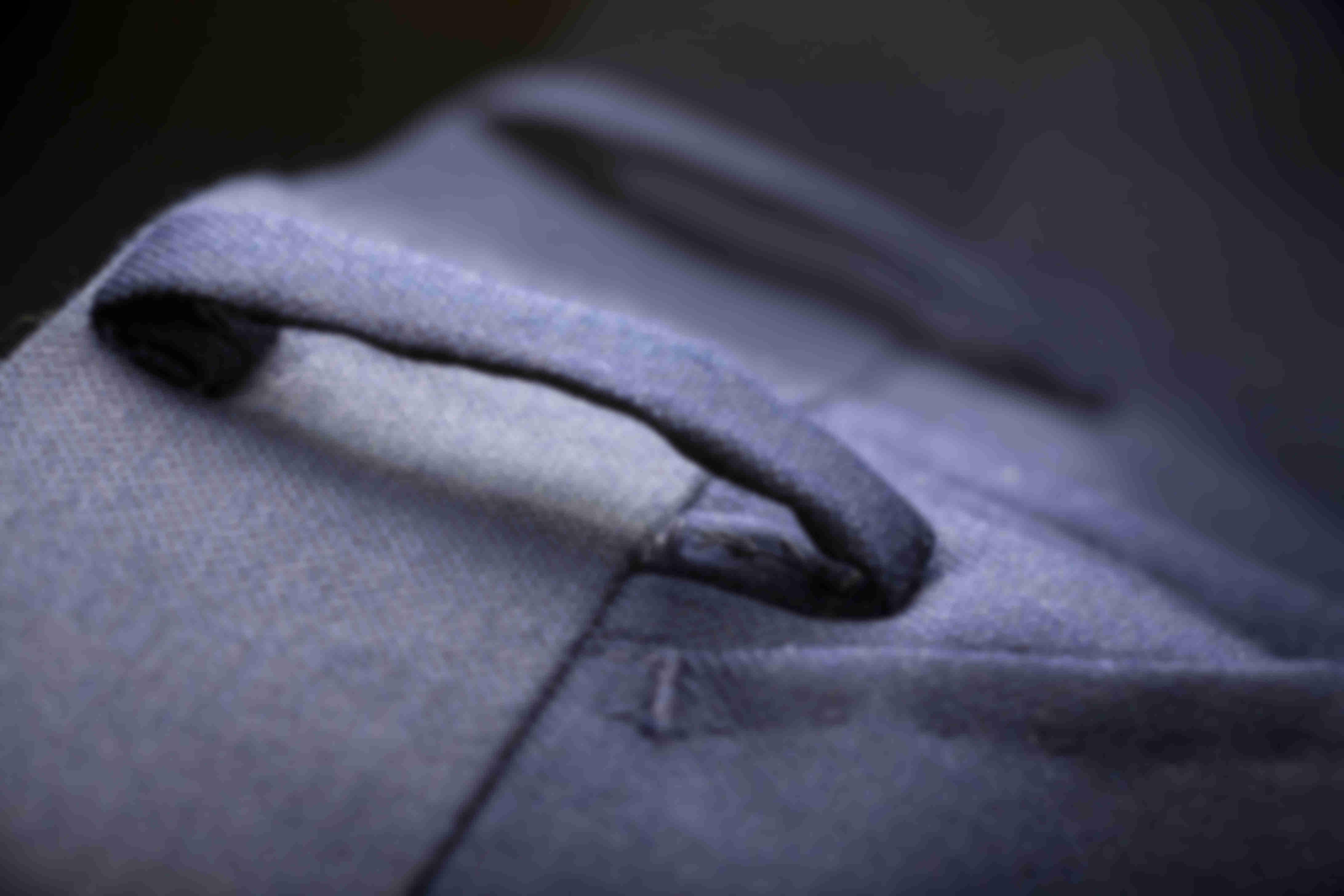 Zoom sur les Passants façon tailleur ceinture pantalon sur mesure Atelier Mesure