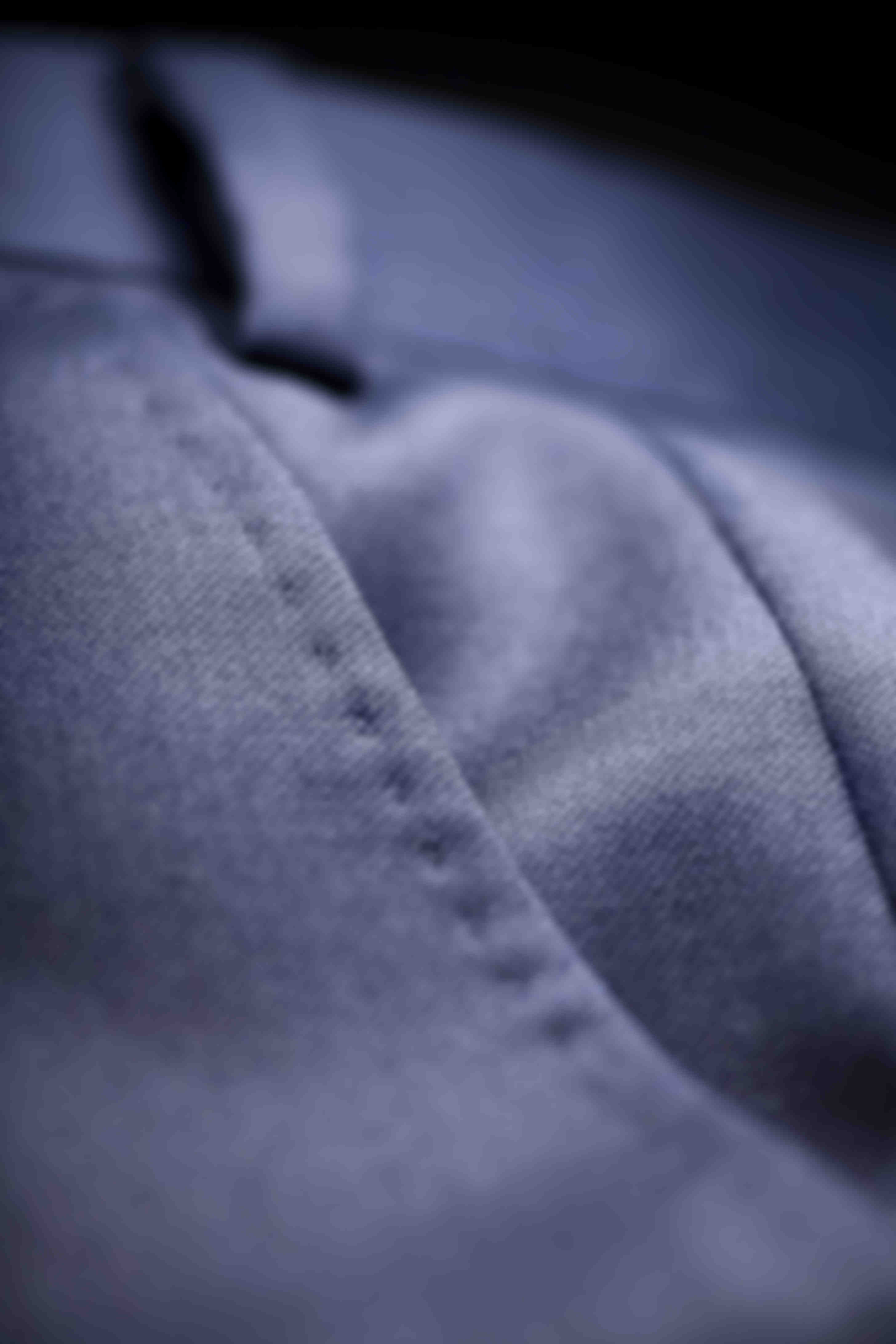 Zoom sur l'AMF côté poche des pantalons sur mesure Atelier Mesure
