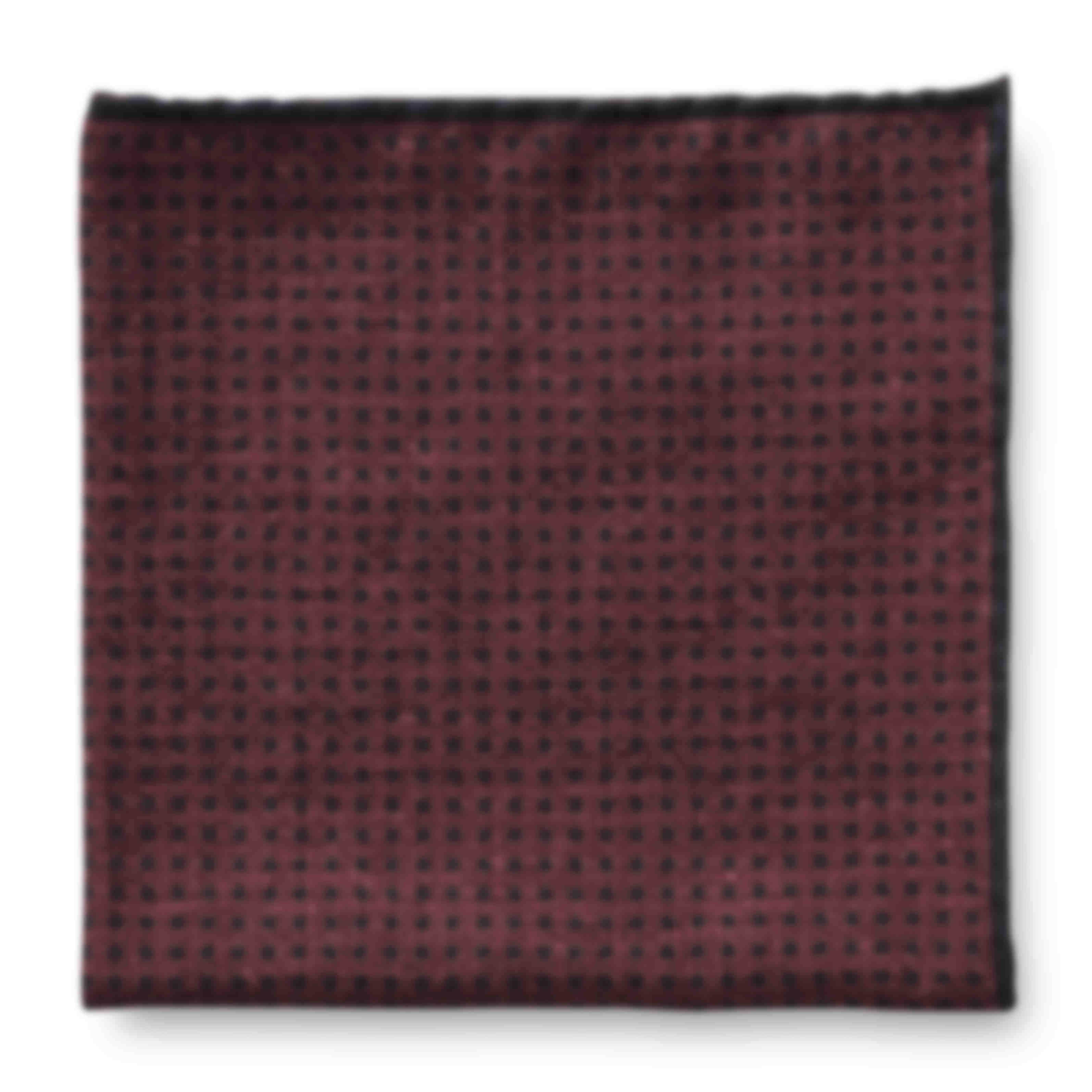 Pochette sur mesure rouge liseré contraste roulottée main Atelier Mesure