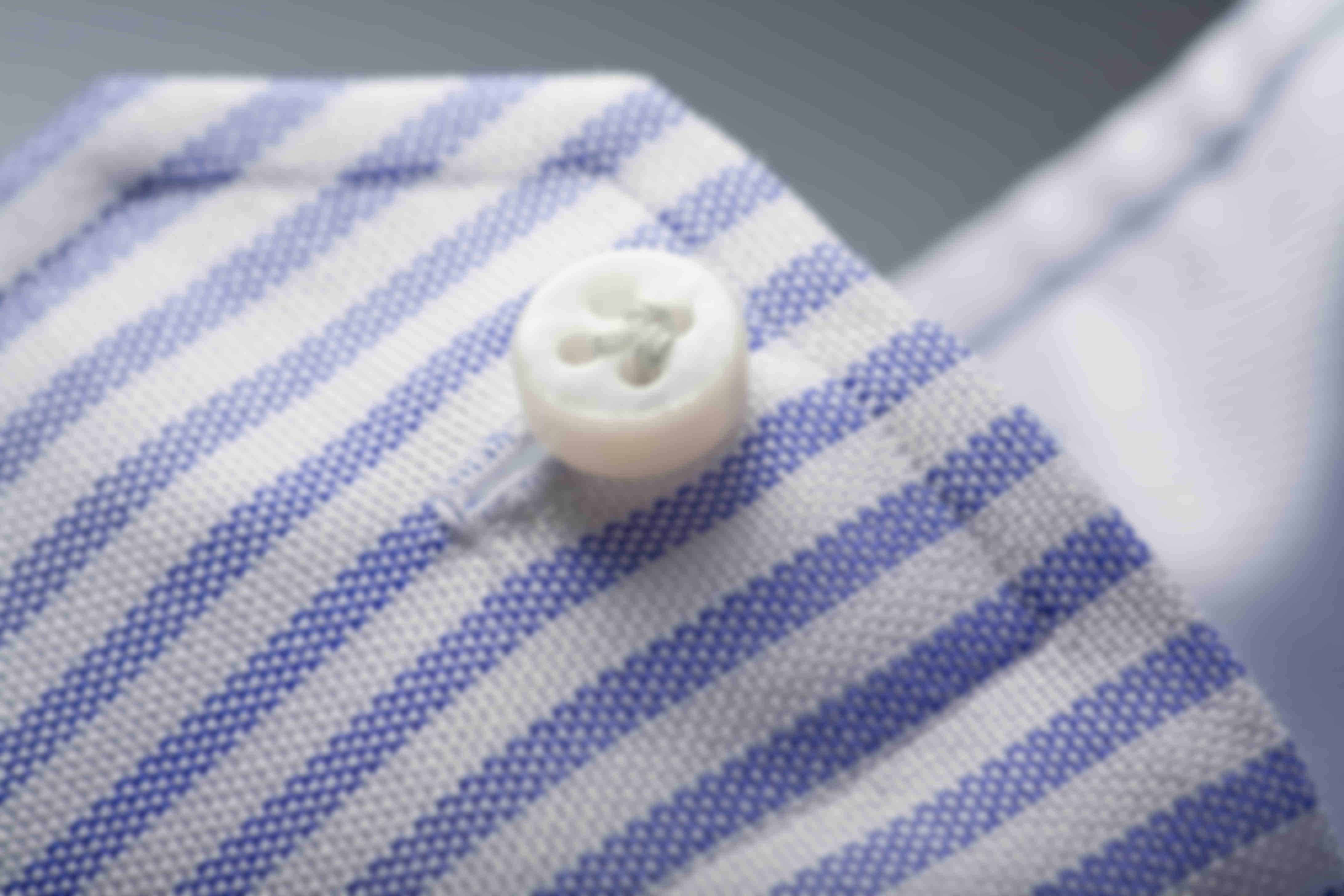 Zoom sur le montange Zampa di Gallina des chemises sur mesure Atelier Mesure