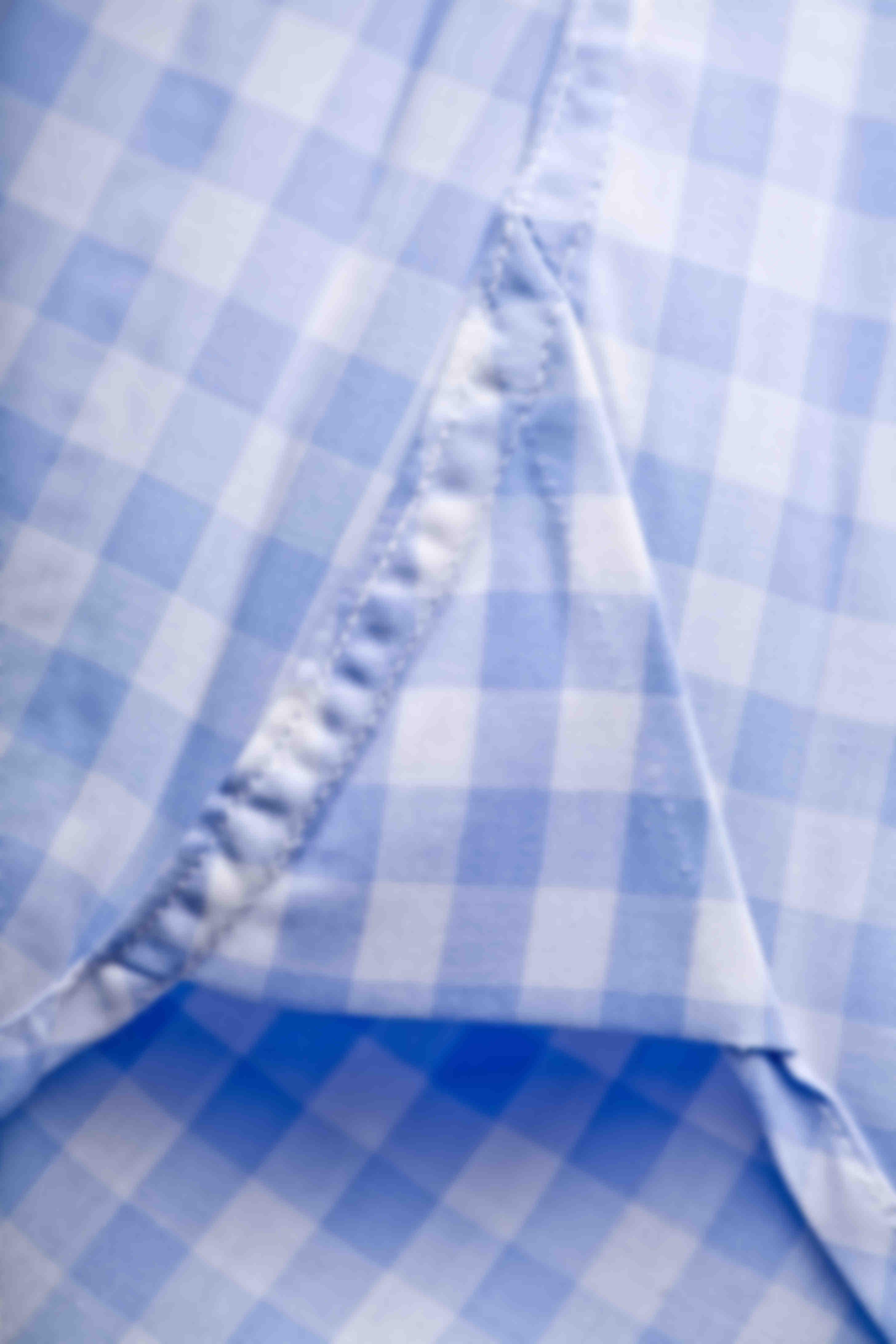 Zoom sur l'Hirondelle de renfort bas de chemise sur mesure Atelier Mesure