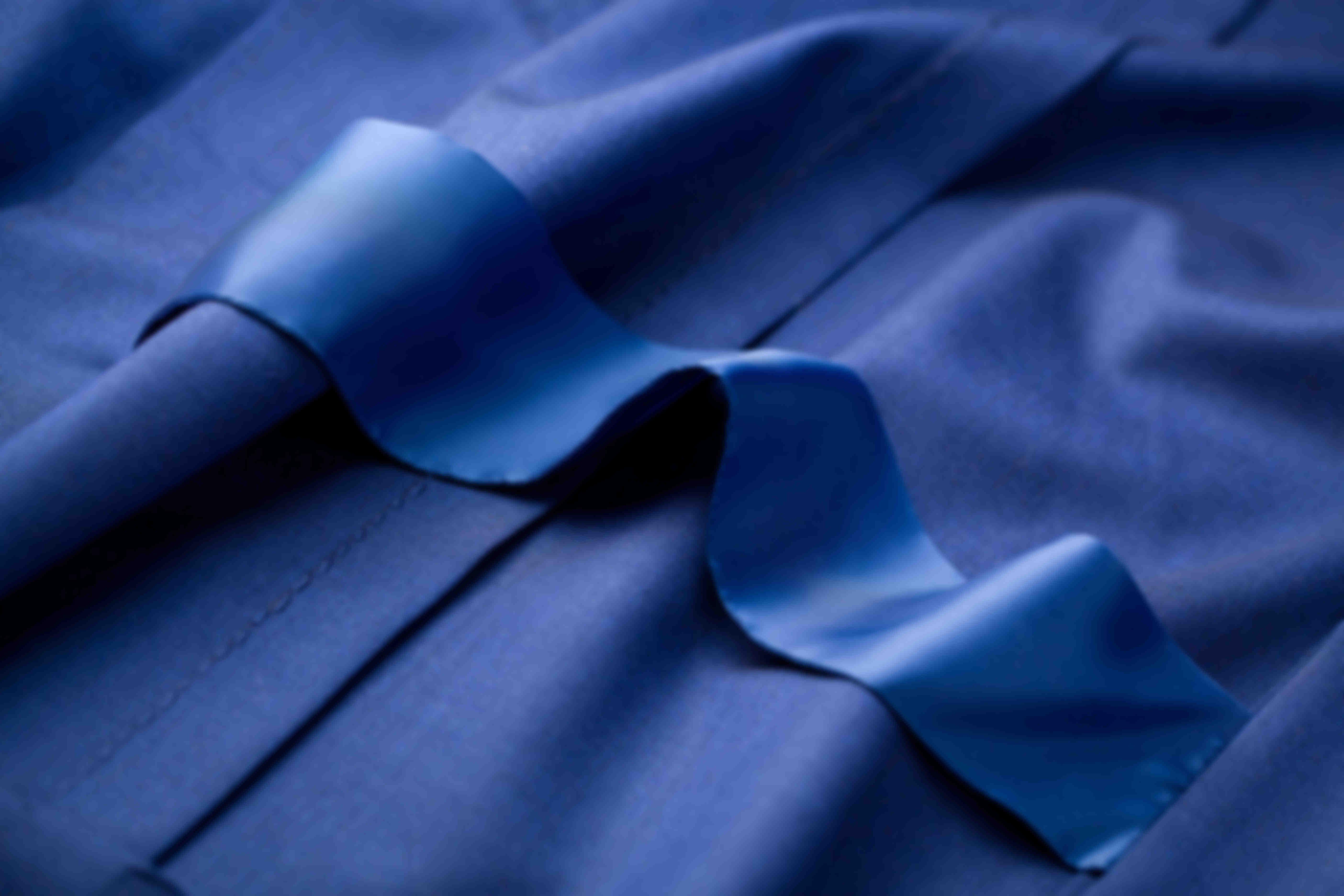 Bande strap de maintient des fentes de dos des vestes sur mesure Atelier Mesure