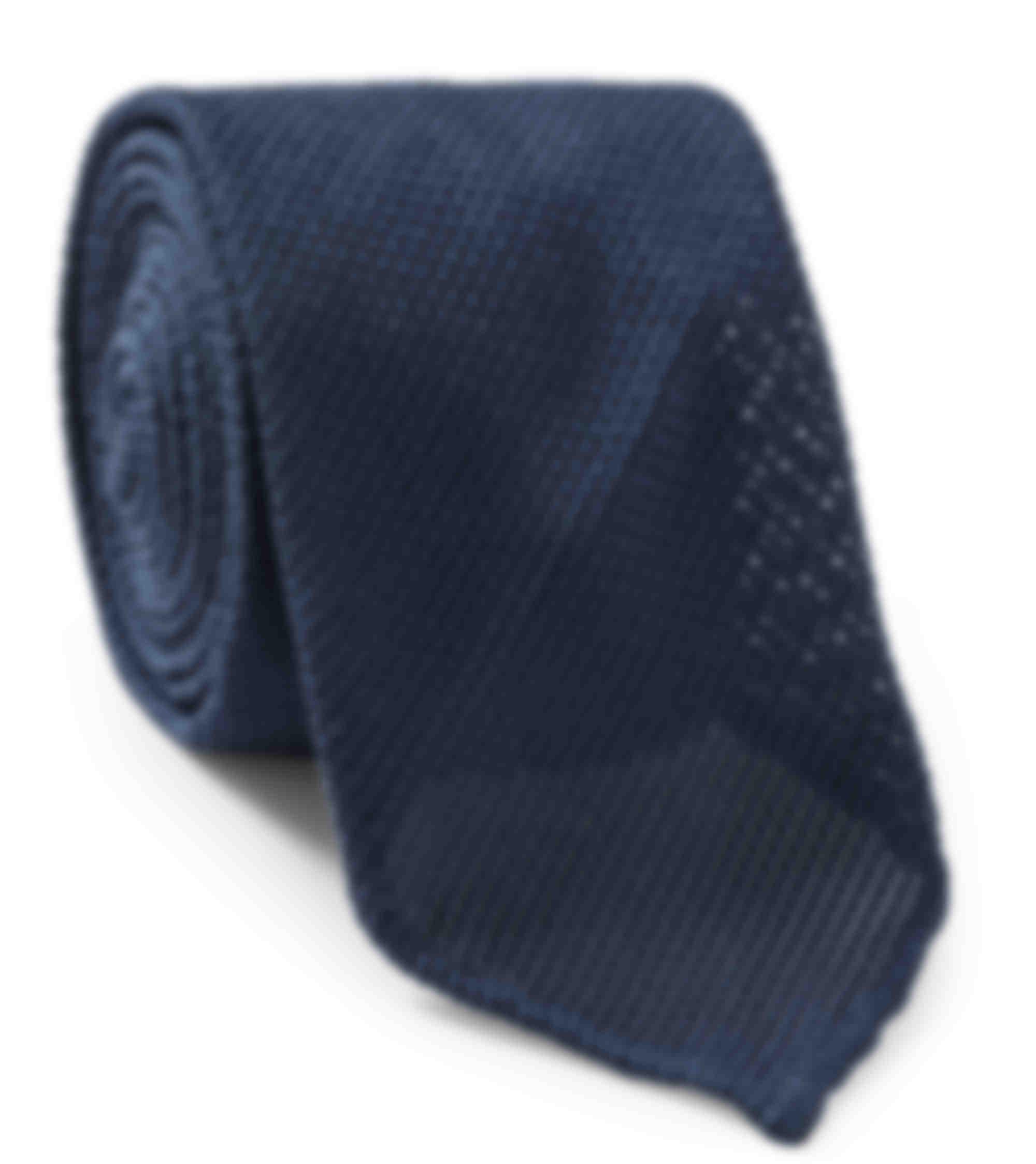 Cravate sur mesure grenadine soie bleu par Atelier Mesure