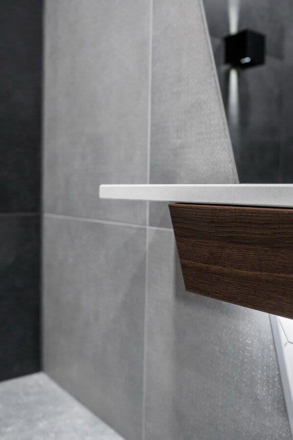 Kupaonica s istaknutom gornjom plohom