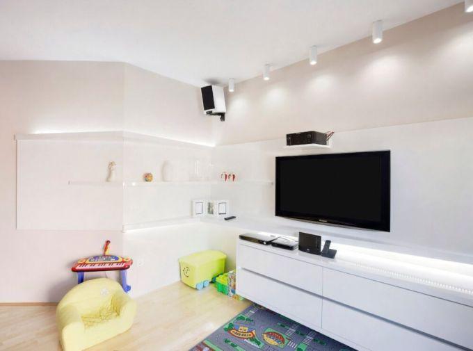 Dnevna soba s bijelim elementima
