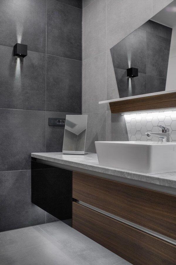 Kupaonica s velikim ogledalom