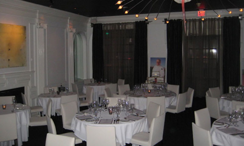 Aria is the perfect restaurant for a romantic night out.