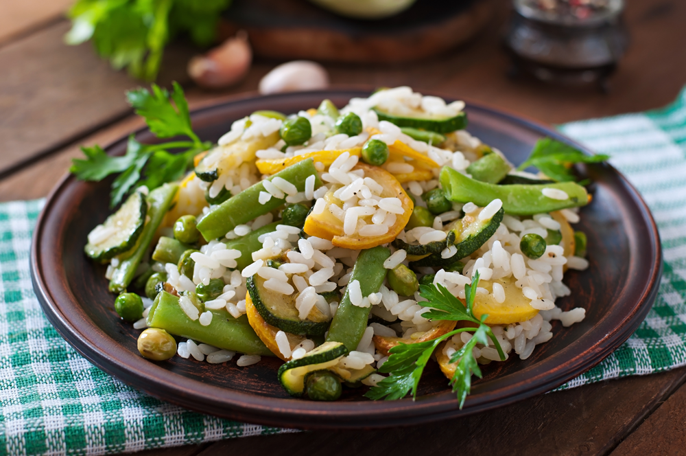 risotto-with-asparagus-beans-zucchini-and-green-PHVSFDJ
