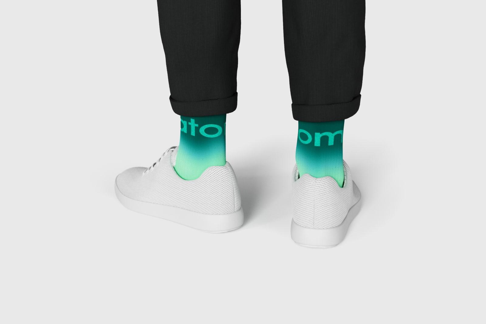 Atoms-crew-socks-description