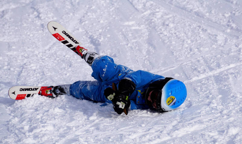 An accident on skis. Sliders need to go now.