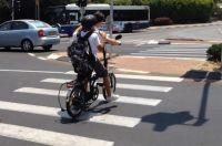 החלת חוק חבישת קסדה לרוכבי אופניים חשמליים