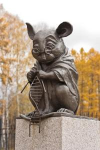 Monument for lab mice