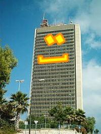 בניין ראשי לובש סמיילי