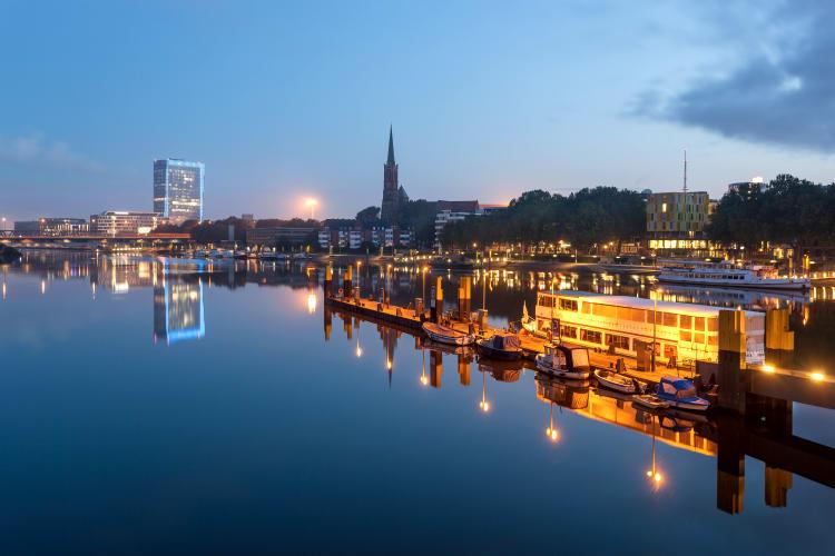 Weser bei Nacht in Bremen