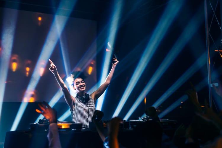 DJanes für coole Krefelder Partys finden bei AuftrittsMarkt