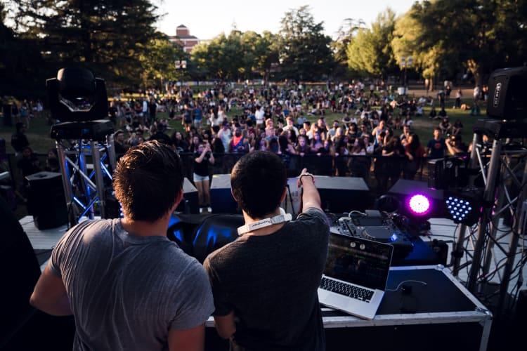 Professionelle DJs für euer Event buchen