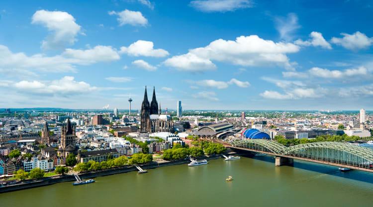 Mit einer Partyband in Köln feiern