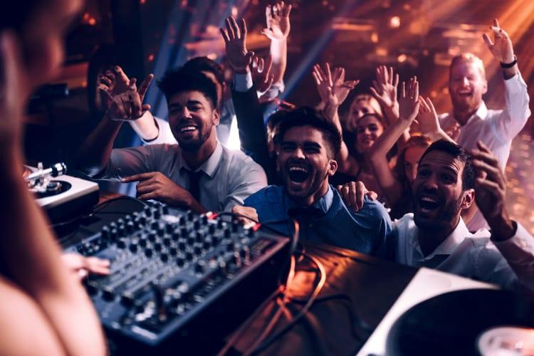 Hammer DJ`s bringen die Party zum kochen