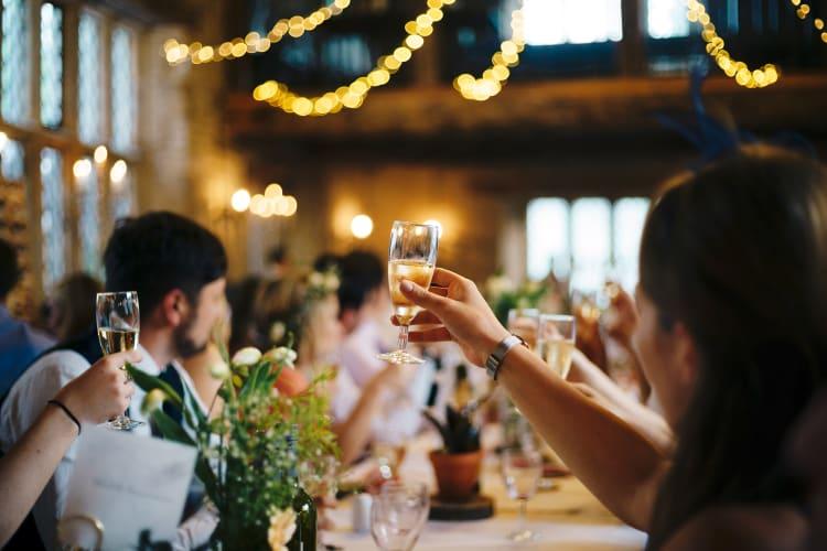 Als Hochzeits-DJ müsst ihr für jede Situation die passende musikalische Untermalung parat haben