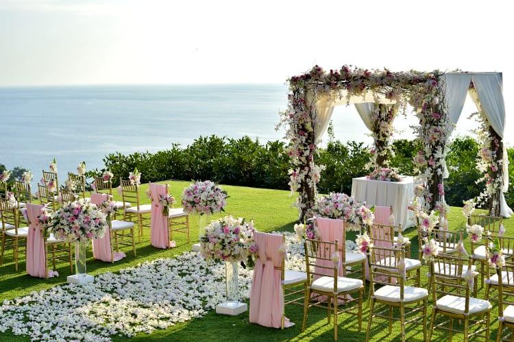 Auch Openair Hochzeiten können von professionellen Fotografen im besten Licht festgehalten werden