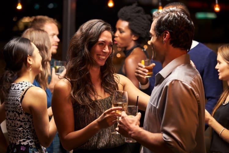 Klärt für einen guten ersten Eindruck als Dienstleister mit eurem Auftraggeber vorab den Dresscode des Abends