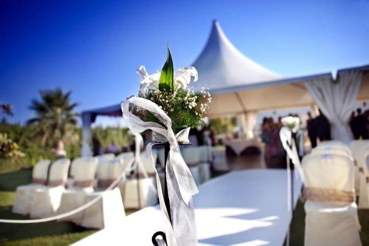 Detailaufnahmen fangen die Atmosphäre und Ästhetik einer Hochzeit ein