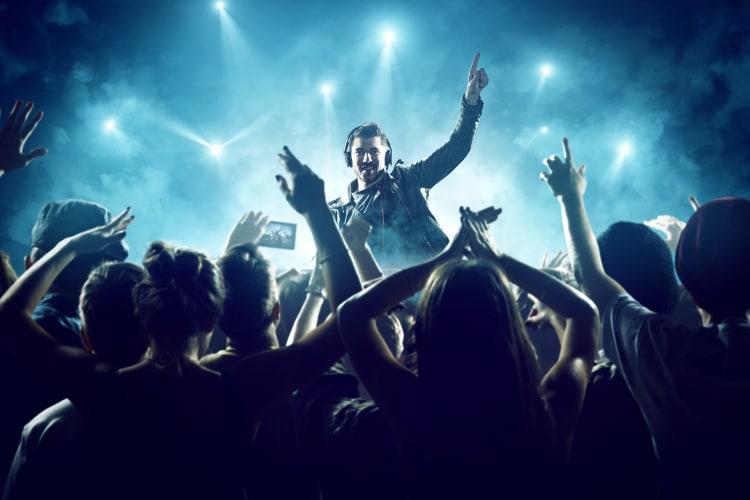 Live-Musik garantiert euch im Vergleich zu einer Playlist eine kochende Tanzfläche