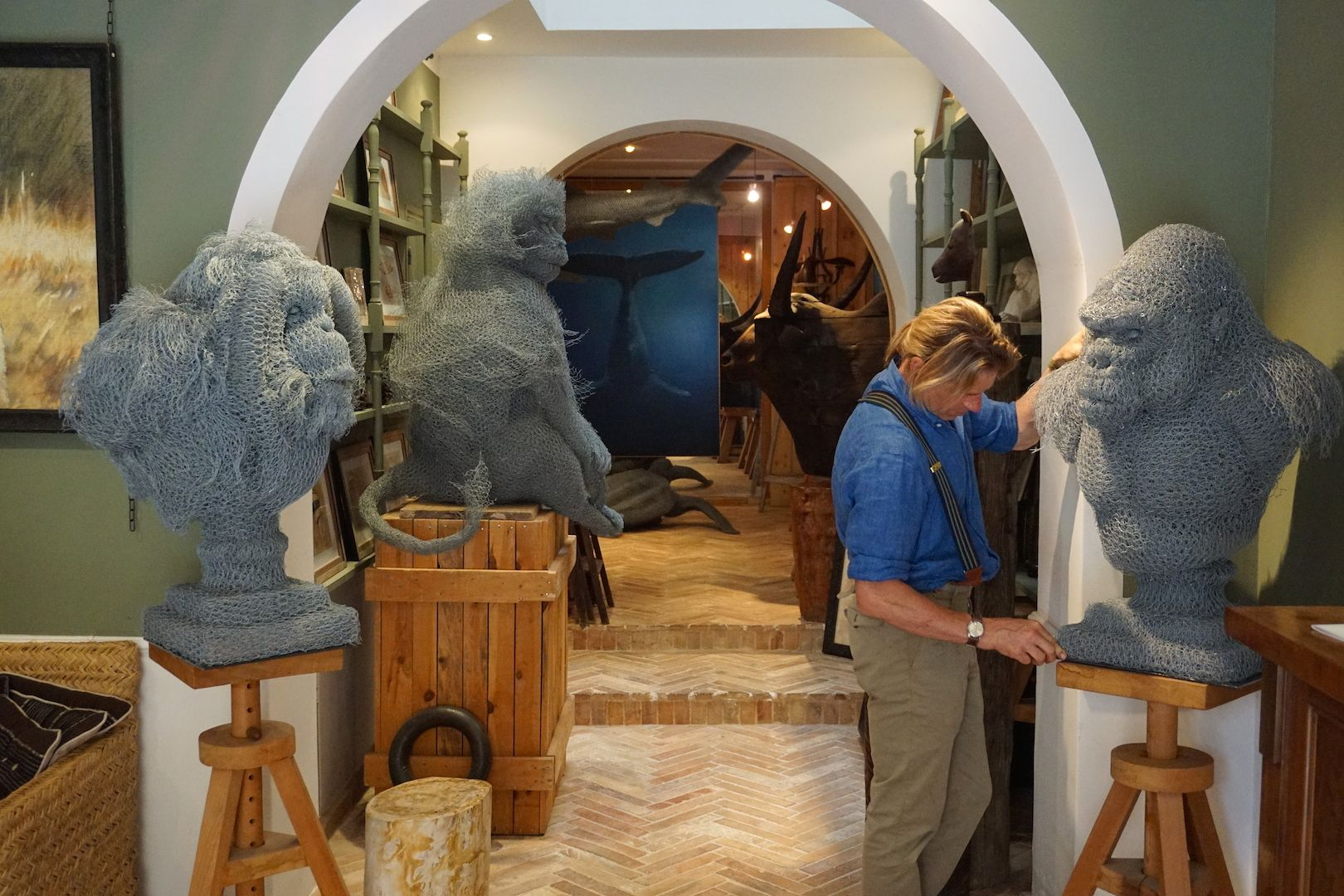 Galerie Wildlife Art, Gorille en grillage, sculptures en grillage, Aurélien Raynaud, peintre sculpteur animalier