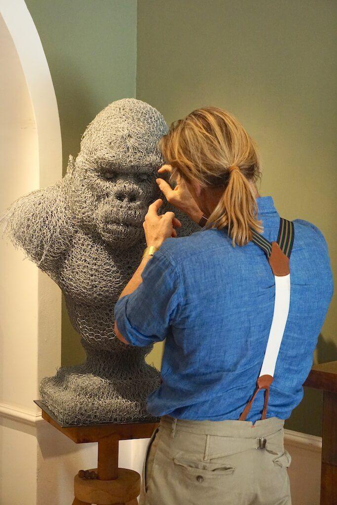 Buste en grillage, Gorille, sculpture, Aurélien Raynaud, peintre sculpteur
