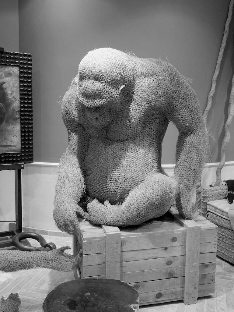 Gorille en grillage, sculpture, Aurélien Raynaud, peintre sculpteur animalier