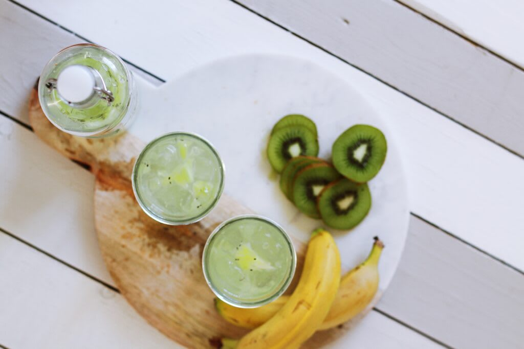 a drink, bananas and kiwi for Tea Time SEO