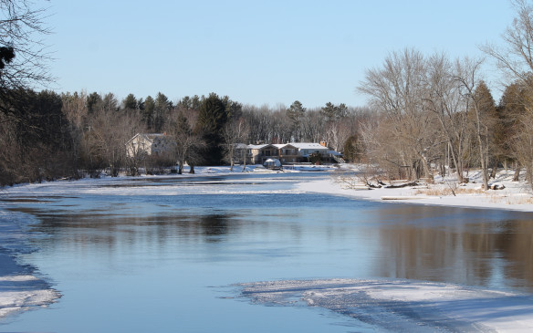 <p>It was a winter wonderland in Muskoka, just a few degrees below freezing. It hadn't been cold enough to freeze the Severn River here at Hamlet, though it's usually iced over completely at this time of year.</p>
