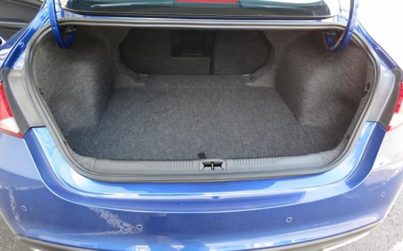read car review review 2015 chrysler 200. Black Bedroom Furniture Sets. Home Design Ideas
