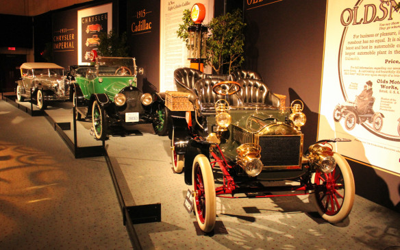 <p>From the same era was this 1904 Oldsmobile Model T 'French Front. Behind it is a 1915 Cadillac.</p>