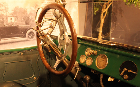 <p>Anyone who thinks today's adjustable steering wheels are a recent invention might be surprised at the wheel in this 1915 Cadillac. It collapses to enable the driver's entry and exit through relatively small doors.</p>