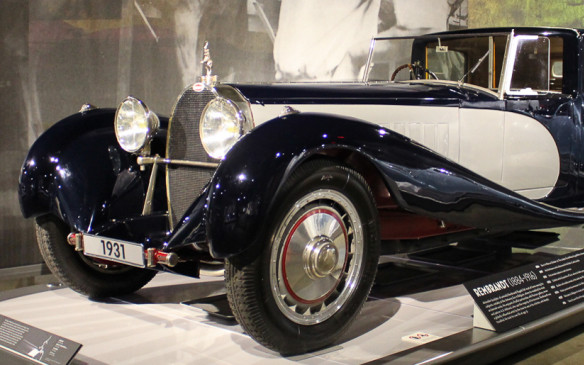 <p>The Royale was a behemoth in size, 6.4 metres (21 ft) long and weighing 7,000 lb (3,175 kg). It was powered by a gargantuan 12.7-litre, straight-eight engine and rolled on 24-inch wheels.</p>